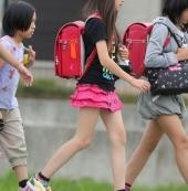 走性感路线的日本12岁小萝莉!  黑丝蕾丝一样都不少