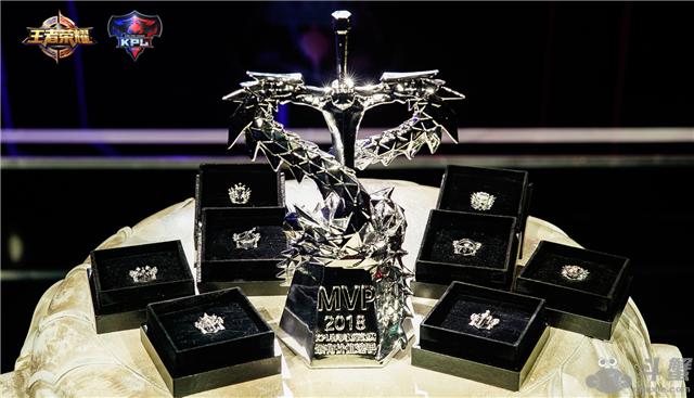 2018年KPL春季赛常规赛MVP奖杯以及最佳阵容徽章公布