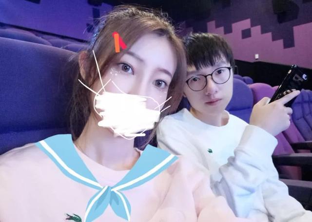 RNG太太团疑似退出微博 仅剩姿态女友