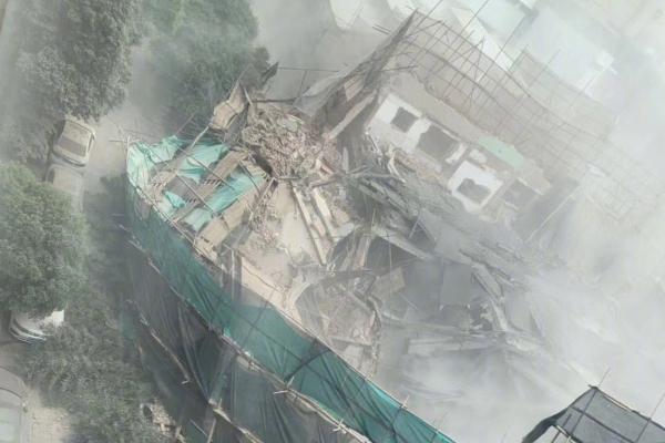 上海一处建筑坍塌:上海长宁改造建筑坍塌有人员被埋