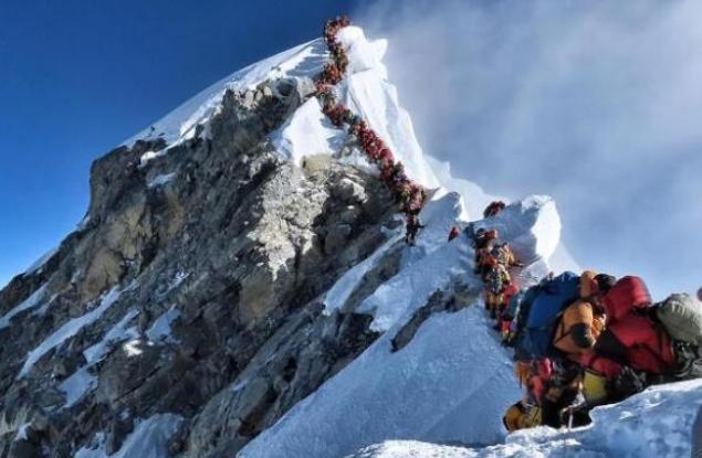 珠峰拥堵多人丧生详情一览