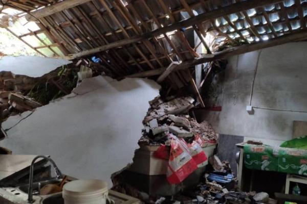 南方暴雨已致61死:南方洪涝灾害已致61死,直接经济损失133.5亿元