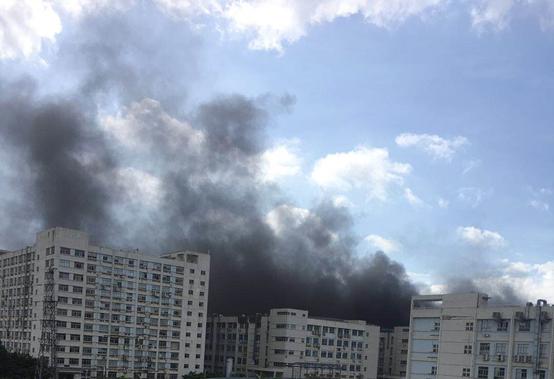 比亚迪厂房起火:深圳比亚迪一厂房突发动火,现场浓烟滚滚无职员伤亡
