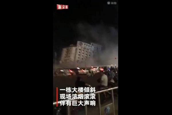 南宁大楼突然倒塌,官方:正常拆除
