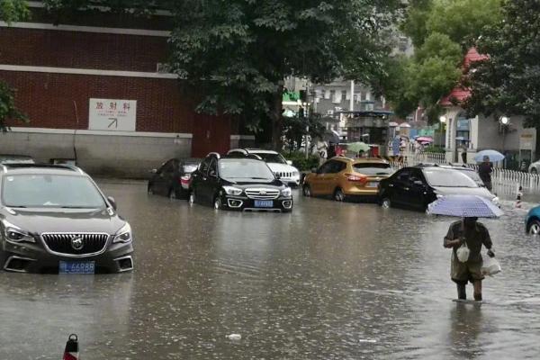 武汉暴雨中考延迟:中考物理化学延迟一小时开考