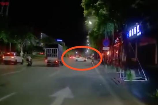 中山青年飙车致死:中山6青年飙车失控撞倒4人,1死3伤,已被刑事拘留
