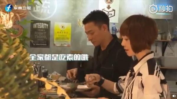 刘德华吃素6年:刘德华自曝坚持素食六年,只因妻子女儿爱吃