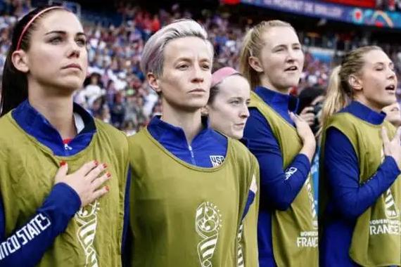 美国女足晋级决赛:美国女足2-1击败英格兰队,晋级决赛