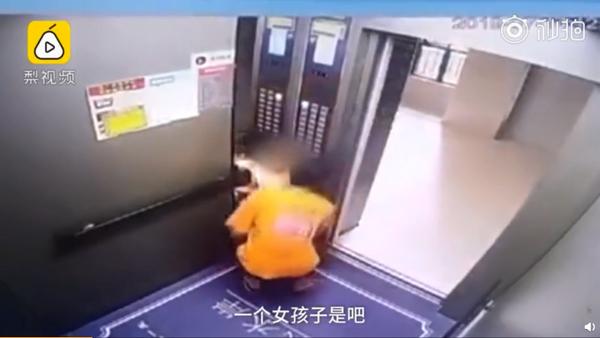 外卖员电梯内抱走女童意图猥亵,警方通报:拘留15日