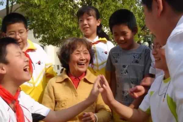 儿童蕉蔟家李吉林逝世:出名儿童蕉蔟家、情境蕉蔟创始人李吉林教师逝世