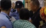 南京一艾滋病毒携带者咬伤法官,涉事人员已被移交公安机关处理
