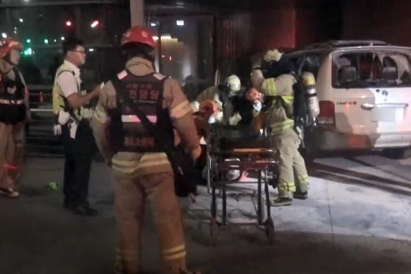 78岁韩国男子在日本大使馆前纵火烧车,车内载24个瓦斯罐