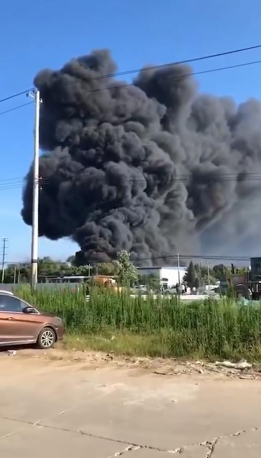 昆山火灾:苏州昆山一企业失火,目前火势得到控制无人员伤亡