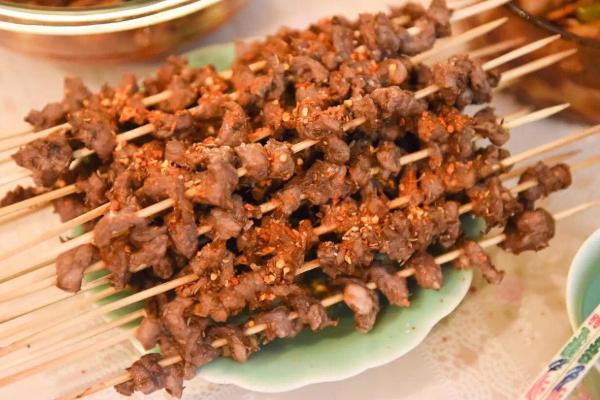 上海垃圾分类满月:羊肉串变羊肉吕,点奶茶珍珠按颗算