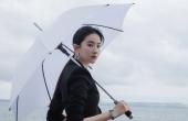 刘亦菲瑞士湖畔写真发布,造型超飒霸道女总裁
