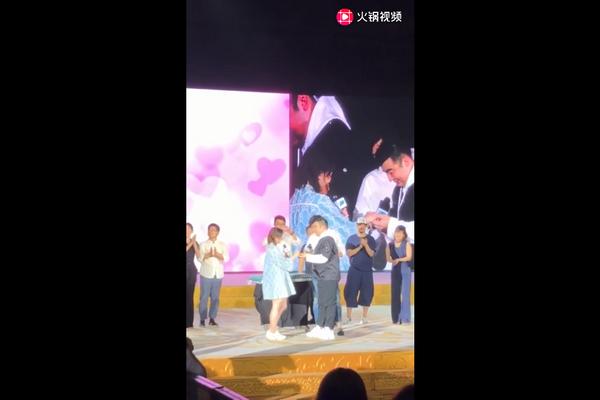 《长安十二时辰》总制片人梁超活动现场求婚奥运冠军何雯娜