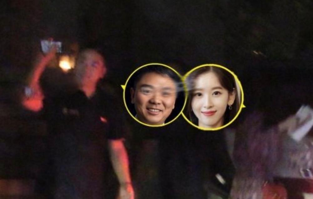 刘强东章泽天夫妇深夜与友人聚餐,两人同回大兴爱巢