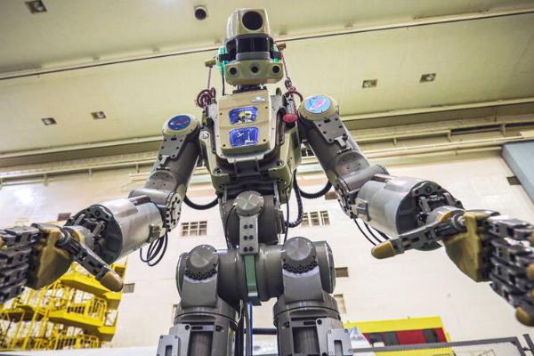 俄机器人宇航员:俄首位机器人宇航员升空,可与人交谈