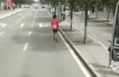 包头马拉松劝退:包头马拉松最后一名遭劝退,还被发视频嘲笑