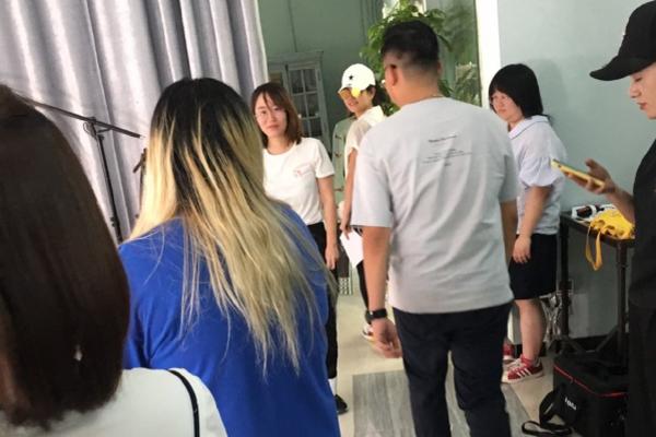 陈妍希和孩子探班陈晓 画面温馨甜蜜 力破婚变传言