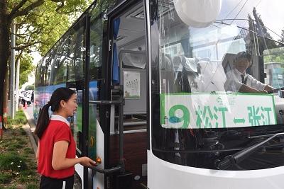 """上海首条AI定制巴士来了!未来有望实现""""实时叫车"""""""