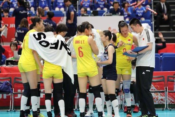 中国女排五连胜3-0横扫日本,重夺榜首之位!