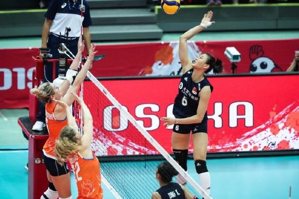 中国女排对战荷兰女排3-0取胜,九连胜领跑积分榜