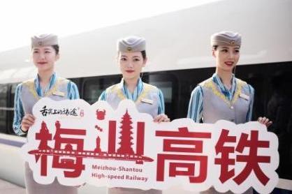 梅汕铁路今早正式开通运营,每日开行44趟动车组列车