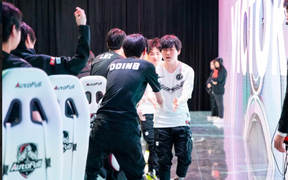 LPL揭幕战震撼韩国网友:LCK又是艰难的一年!