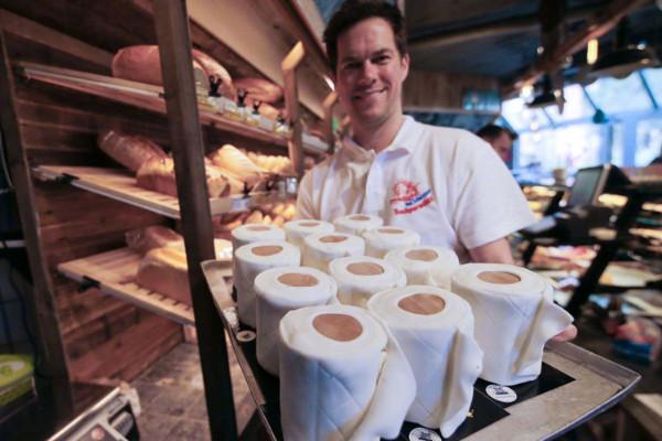 """受""""一纸难求""""启发,德国面包店推出厕纸蛋糕"""