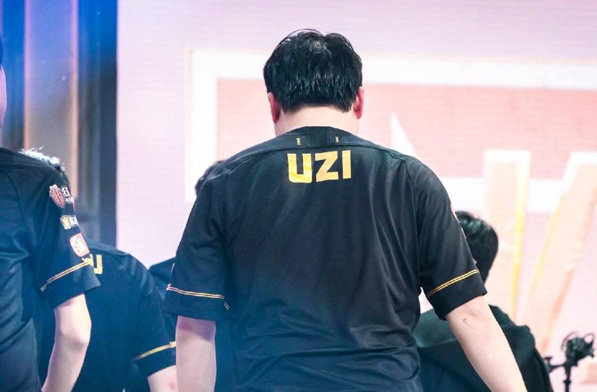"""LPL季后赛""""猪狗大战""""首发:没有乌兹!""""迪迦""""组合继续首发"""