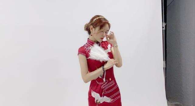 Rita晒出国风旗袍写真!粉丝表白:这个小姐姐也太好看了!