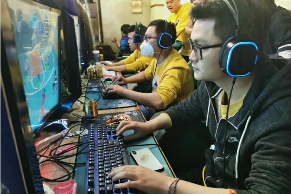 燃烧的战车 《街头篮球》SFSA重庆站冠军战车专访