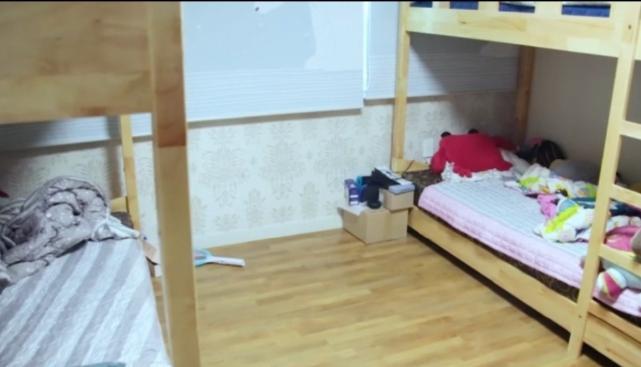 DWG背后励志故事:全员挤一个房间 上单牛宝因为太高睡地板!