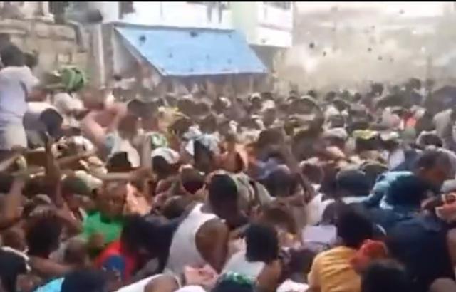 印度上千村民互扔牛粪送祝福是怎么回事