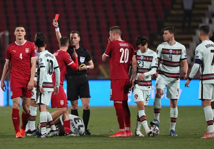 C罗戴帽助葡萄牙5-0大胜是怎么回事
